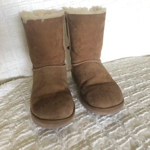UGG Shoes - Ugg Bailey bow 2 boots sheep skin tan size 8